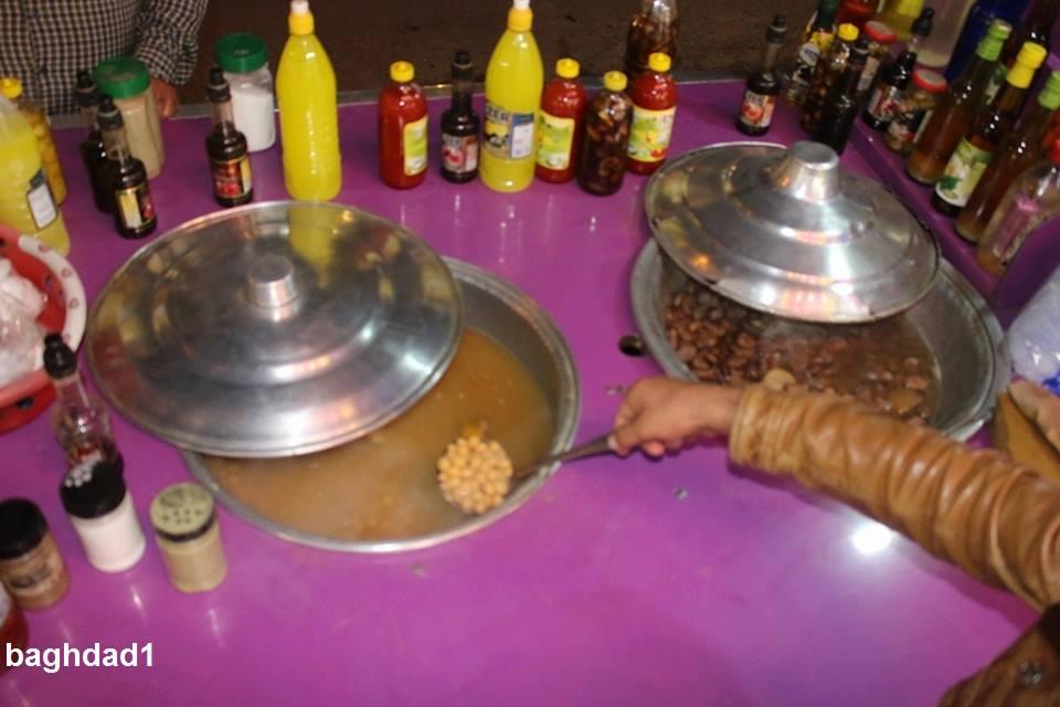 Лавка с супом из турецкого гороха (нут) и бобами.