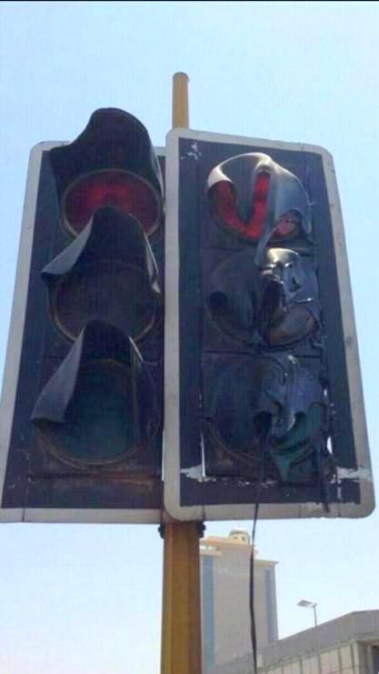 Светофор плавится от жары. Багдад